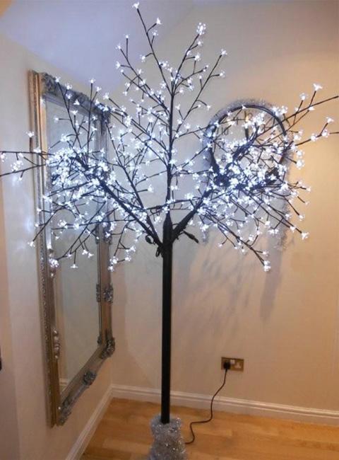 светодиодное дерево в интерьере