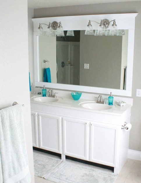 Зеркало со светильником в ванной